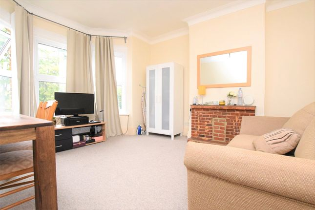 1 bed flat to rent in Western Road, Romford, Essex RM1