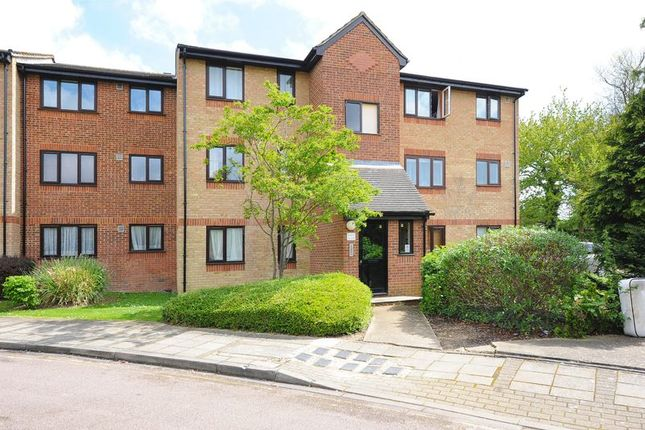 Thumbnail Flat to rent in Chartwell Close, Greenford