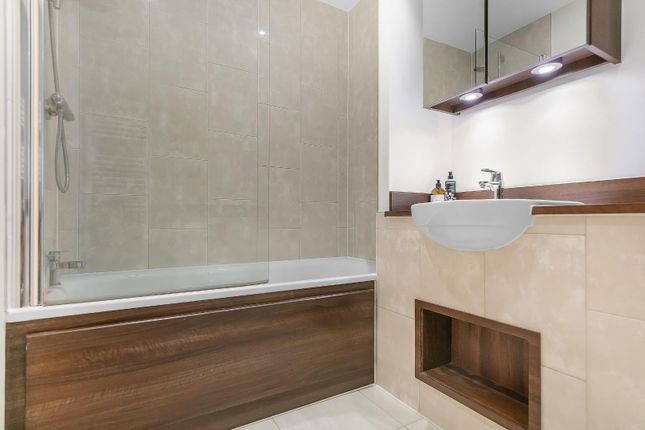 Bathroom (2) of Carney Place, London SW9