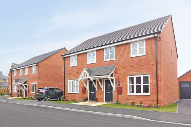 Thumbnail Terraced house to rent in Kingfisher Drive, Southam