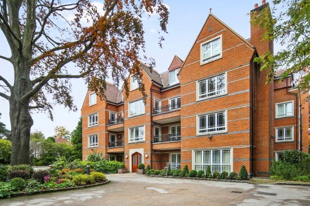 Thumbnail Flat to rent in Cavendish Road, Weybridge