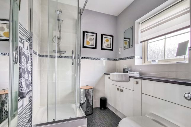 En-Suite of Abbottsford Way, Lincoln LN6