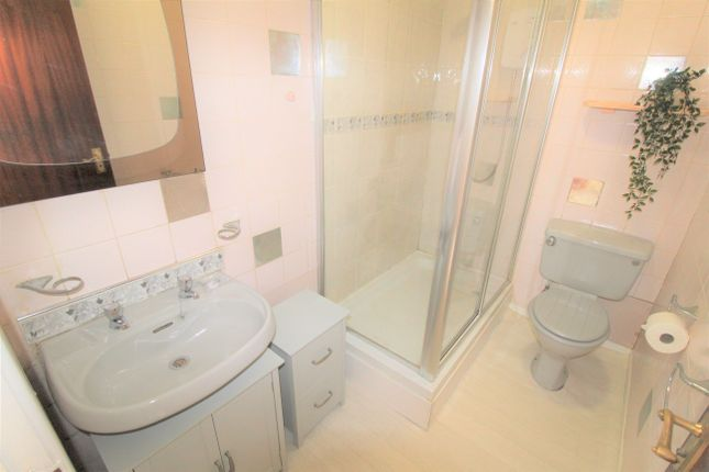 Bathroom of Lugar Street, Coatbridge ML5