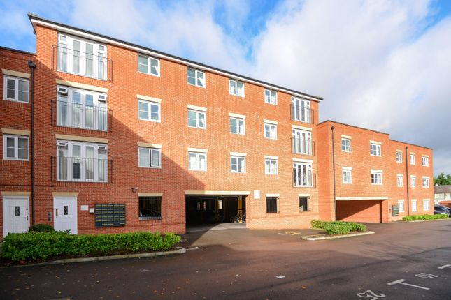 Thumbnail Flat to rent in North Way, Headington, Oxford