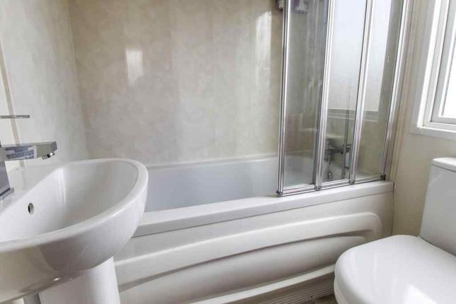 Ensuite To Bed 1 of Riverside Leisure Centre, Rivers View, Banks, Southport PR9