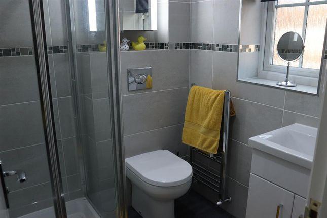 En-Suite of Kensington Way, Leeds LS10