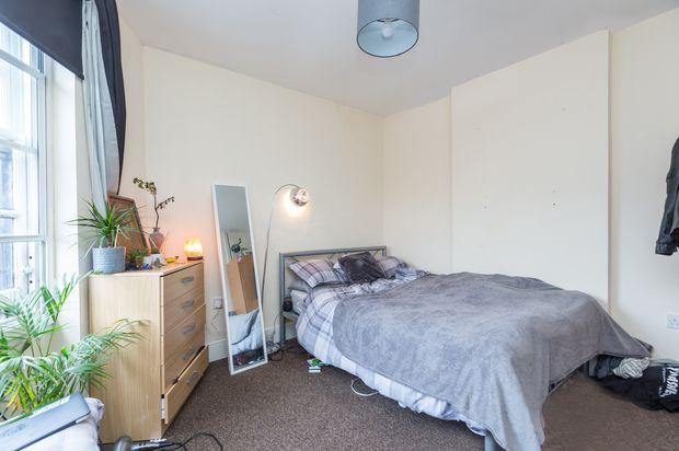 Studio to rent in Camden Road, London