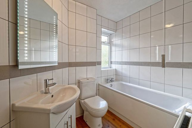 Thumbnail Flat to rent in Dovedale Close, Harefield, Uxbridge