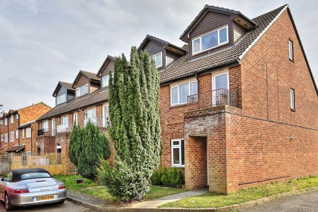Thumbnail Flat to rent in Ruskin Way, Colliers Wood, London