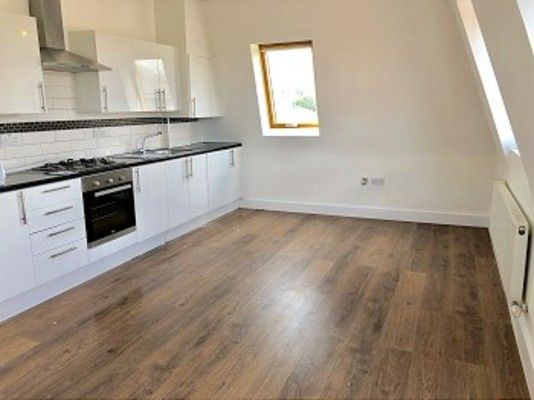 Flat to rent in Trinity Road, London