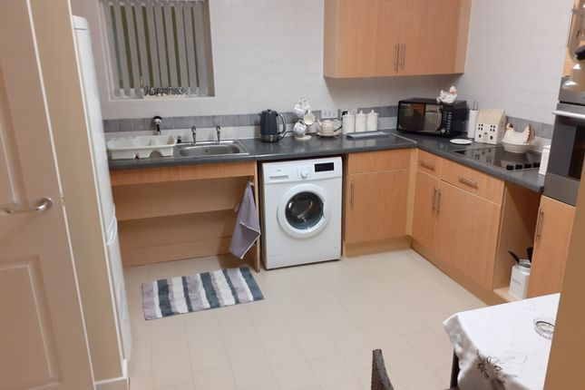 2 bed flat to rent in Whinn, Cecily Close, Normanton WF6