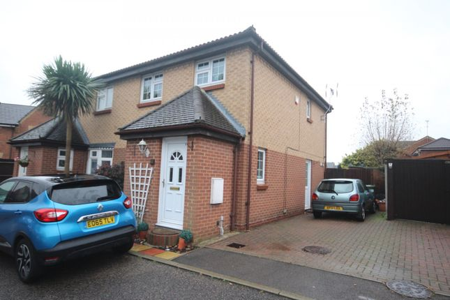 3 bed property to rent in Chalice Close, Basildon SS14