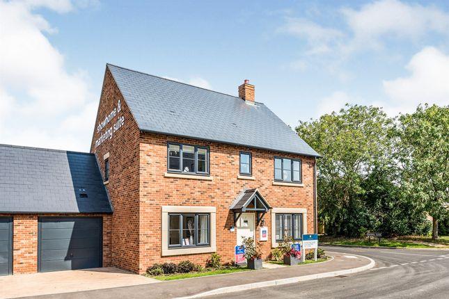 Thumbnail Detached house for sale in Edgehill Close, Carterton