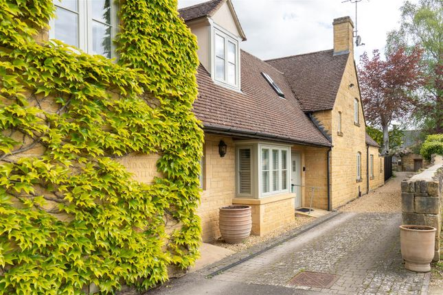 Thumbnail Cottage for sale in Bowling Green Court, Hospital Road, Moreton-In-Marsh