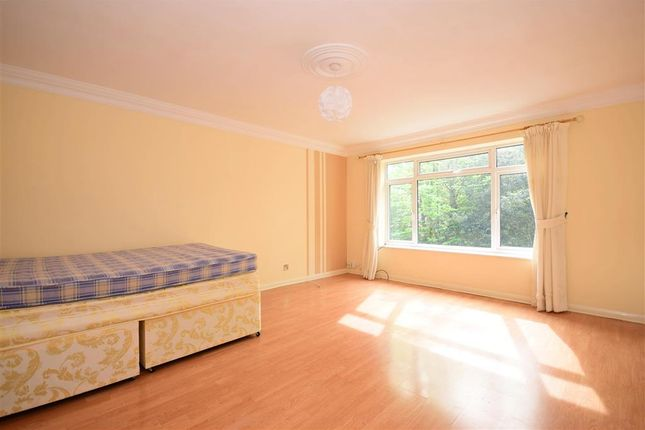 Thumbnail Flat for sale in Bentley Way, Woodford Green, Essex