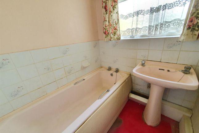 Bathroom of Harcourt Avenue, Edgware HA8