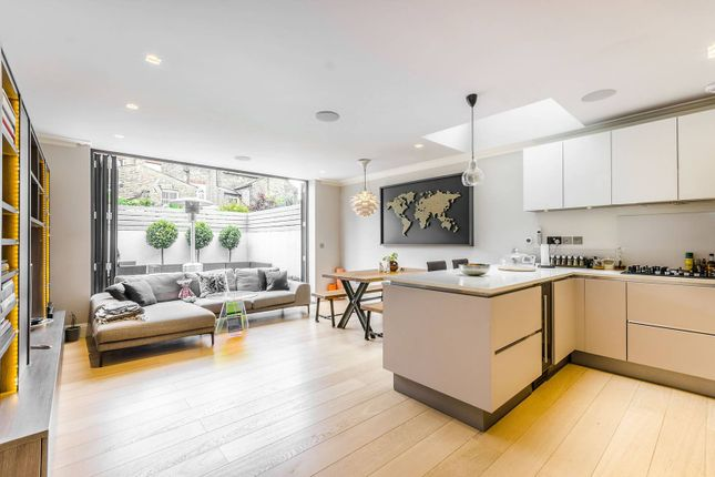 Thumbnail Flat for sale in Amerland Road, East Putney
