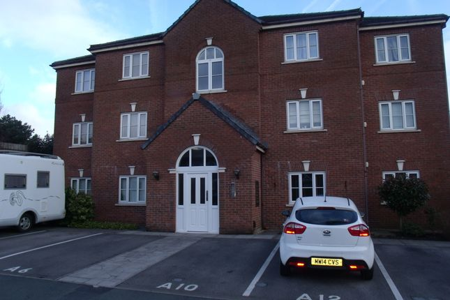 Thumbnail Flat to rent in Read Close, Shaw, Oldham