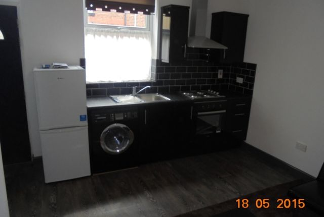 Thumbnail Property to rent in Autumn Grove, Hyde Park, Leeds