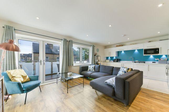 Thumbnail Flat to rent in Hartfield Road, London