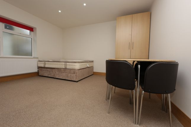 Studio to rent in Sunny Place, Sunny Gardens Road, Hendon
