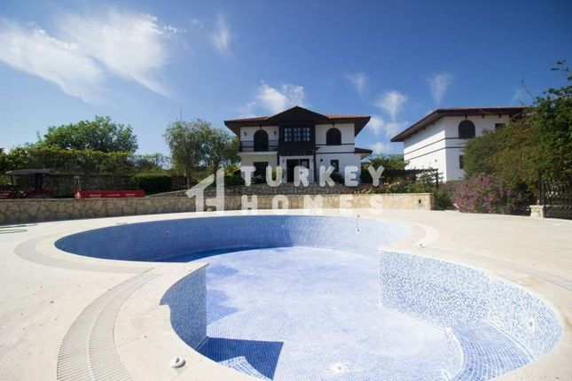 Detached Traditional Style Villa - Manavgat - Large Communal Pools