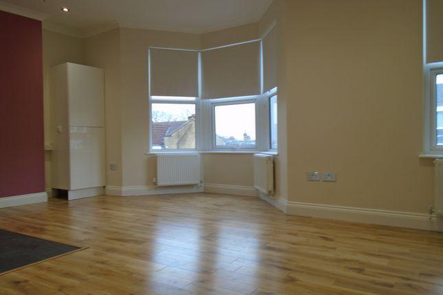 Flat to rent in Wightman Road, Haringay