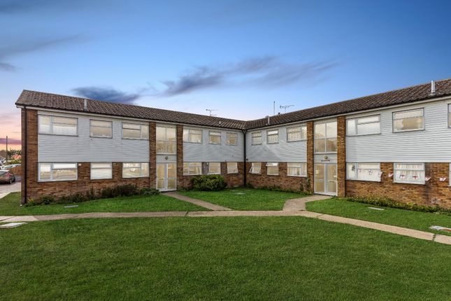 Thumbnail Flat to rent in Boscombe Court, Frinton Road, Holland-On-Sea, Clacton-On-Sea