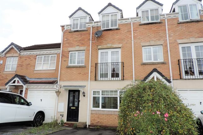 Thumbnail Town house to rent in Wellington Close, Stafford