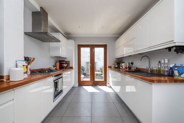 Thumbnail Terraced house for sale in Grantham Road, Brighton