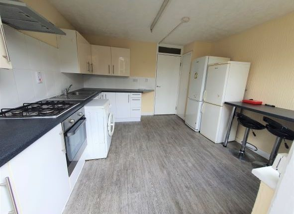 Thumbnail Town house to rent in Bruce Road, Bow, London