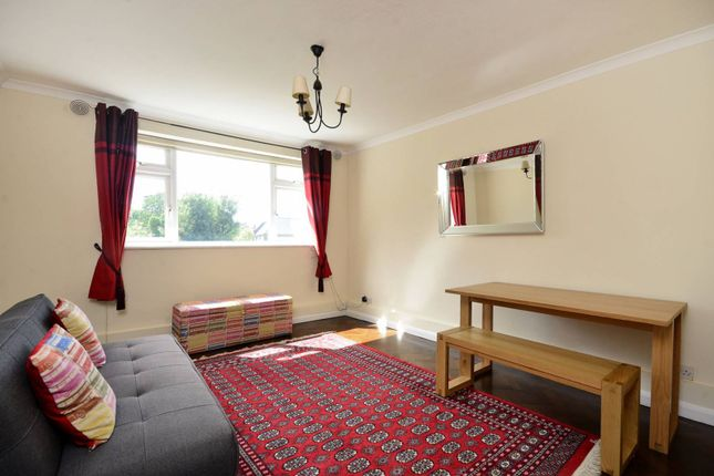 Thumbnail Flat to rent in Oaks Avenue, Gipsy Hill