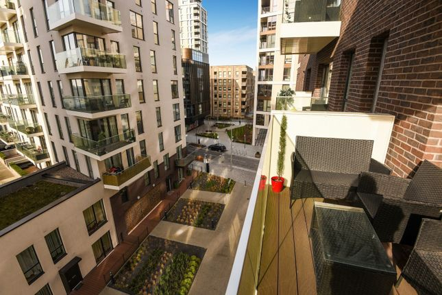 Balcony of The Moore, East Parkside, Parkside, Greenwich Peninsula SE10