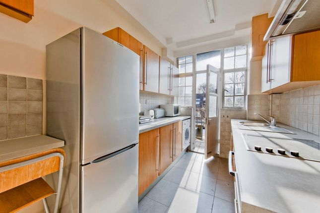 3 bed flat for sale in Queensway, London