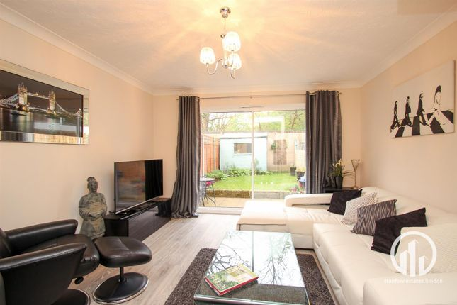 Thumbnail Property for sale in Britton Close, Catford, London