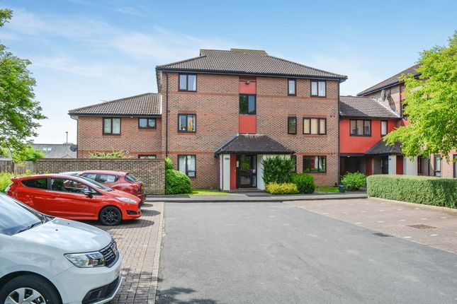 Thumbnail Flat for sale in Cullerne Close, Abingdon