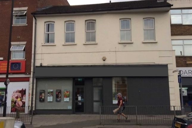 Thumbnail Flat to rent in New Bedford Road, Luton, Bedfordshire