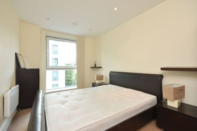 Thumbnail Flat to rent in Wharfside Point South, Docklands