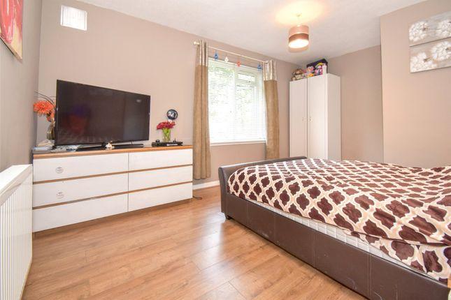 Bedroom 1 of Portal Road, Grangemouth FK3