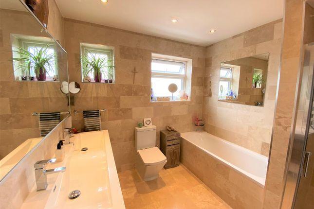 Family Bathroom of The Avenue, London E4