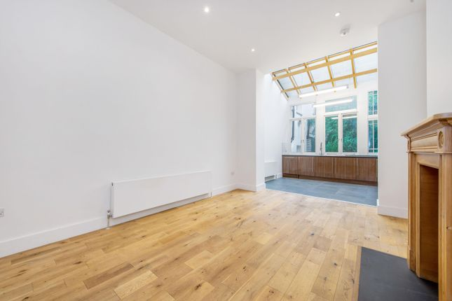 Thumbnail Flat to rent in Redcliffe Place, London