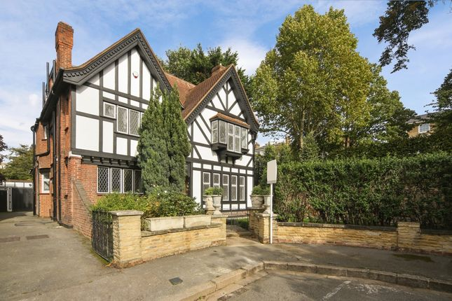 Thumbnail Detached house to rent in Vale Close, London