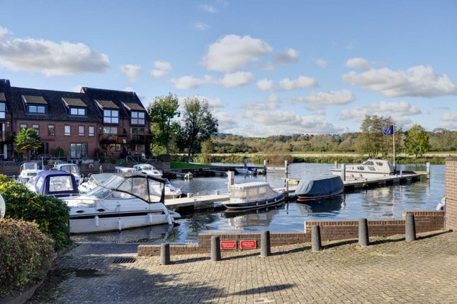 Thumbnail Flat for sale in Temple Mill Island, Marlow