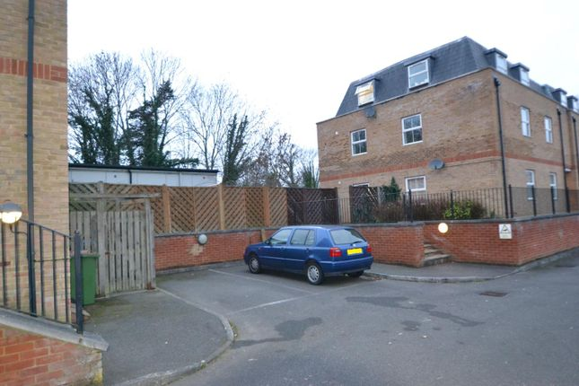 Parking of Summer Crossing, Thames Ditton KT7