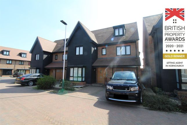 Thumbnail Detached house to rent in Bridgefields Close, Hornchurch