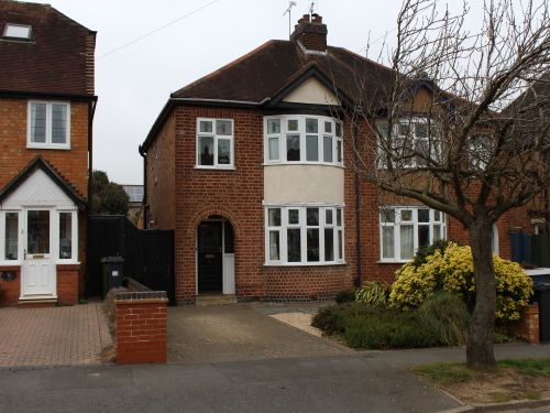 Thumbnail Semi-detached house to rent in Dickins Road, Warwick