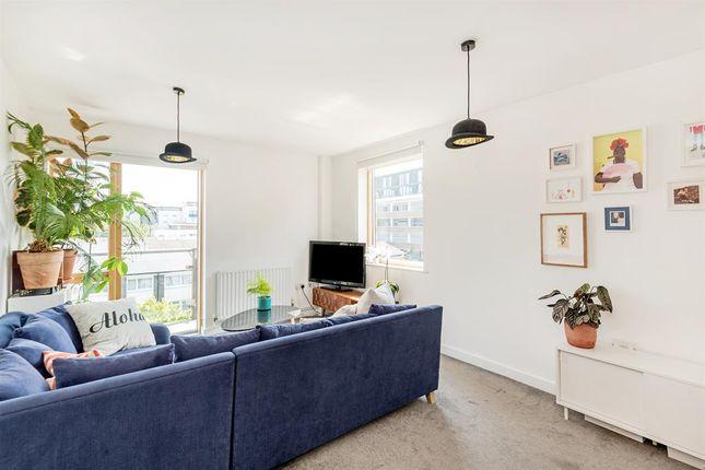 Flat for sale in De Beauvoir Road, London