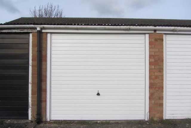 Parking/garage to rent in Merton Road, Bearsted, Maidstone