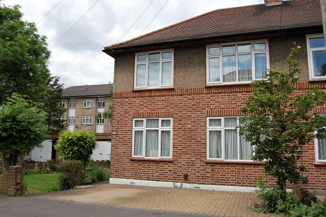 Thumbnail Flat for sale in Oakwood Close, Woodford Green