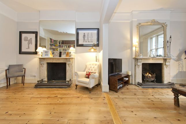 Living Area of Stratford Road, London W8
